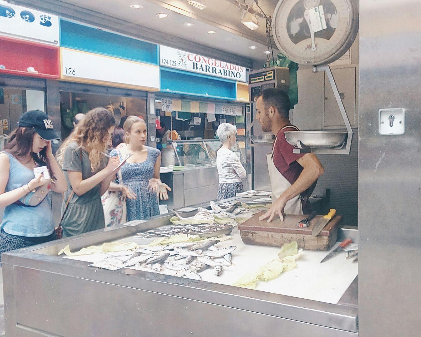 actividad-en-el-mercado-atarazanas